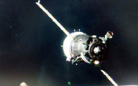 Tau vu tru Nga da dua 3 phi hanh gia len ISS an toan - Anh 1
