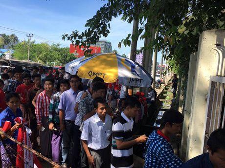 Xem phe ve Myanmar kiem an truoc tran gap Viet Nam - Anh 1