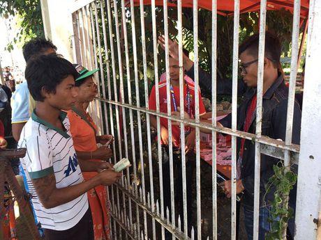 Xem phe ve Myanmar kiem an truoc tran gap Viet Nam - Anh 2
