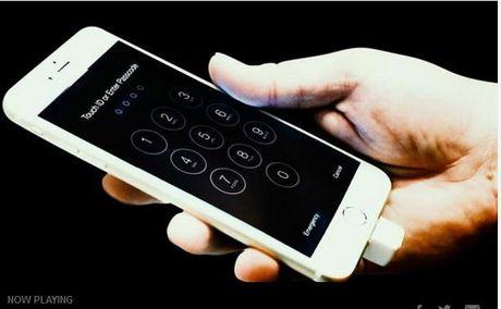 Bi Trung Quoc doa, Apple dua iPhone ve My tu san xuat? - Anh 1