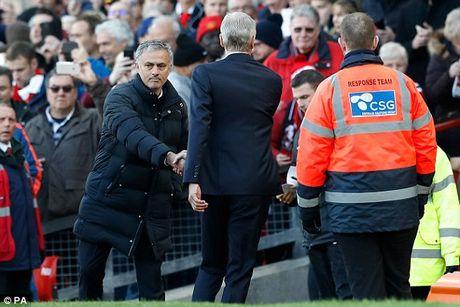 Mourinho than troi khi 'that bai' truoc Arsene Wenger - Anh 1