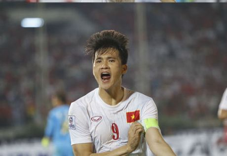 "Cong Vinh 50 ban: Sap cho Neymar, Van Persie ""hit khoi"" - Anh 4"