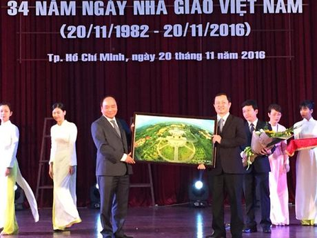 Thu tuong tham va chuc mung Ngay Nha giao tai Dai hoc Quoc gia TP. HCM - Anh 1