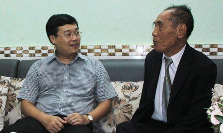 T.U Doan chuc mung nha giao Nguyen Ngoc Ky - Anh 1