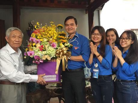 Nha giao 25 nam day mien phi: Dai hoc khong phai con duong duy nhat - Anh 2