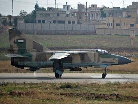 Khong luc Syria pha huy kho vu khi lon nhat cua phien quan o Aleppo - Anh 1
