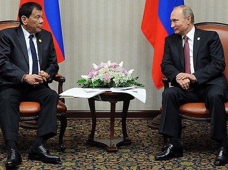Gap ong Putin, Tong thong Duterte noi phuong Tay 'dao duc gia' - Anh 1