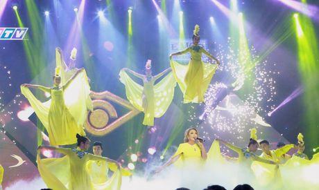 """Thanh Ha """"trinh lang"""" hai bai hat moi trong chung ket En vang - Anh 2"""