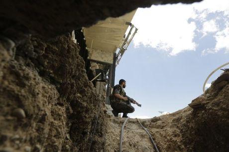 Chien su Syria: Chon vui hang chuc tay sung thanh chien bang 1 tan thuoc no - Anh 1