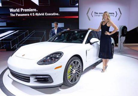 Panamera Executive va 911 RSR toa sang gian trung bay cua Porsche - Anh 1
