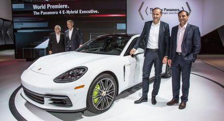 Panamera Executive va 911 RSR toa sang gian trung bay cua Porsche - Anh 2