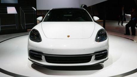 Panamera Executive va 911 RSR toa sang gian trung bay cua Porsche - Anh 4