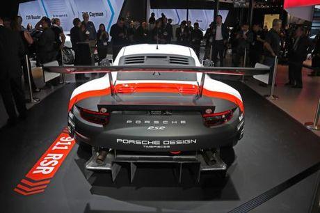 Panamera Executive va 911 RSR toa sang gian trung bay cua Porsche - Anh 8