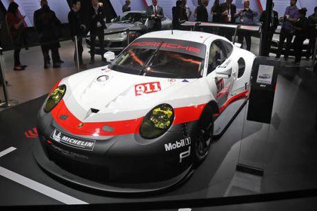 Panamera Executive va 911 RSR toa sang gian trung bay cua Porsche - Anh 9