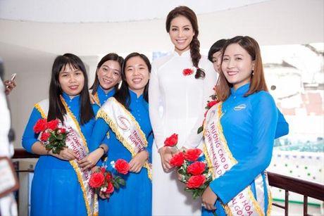 Pham Huong - Co giao 'doc nhat vo nhi' cua showbiz Viet - Anh 9