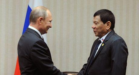 Tong thong Philippines nguong mo pham chat lanh dao cua ong Putin - Anh 1