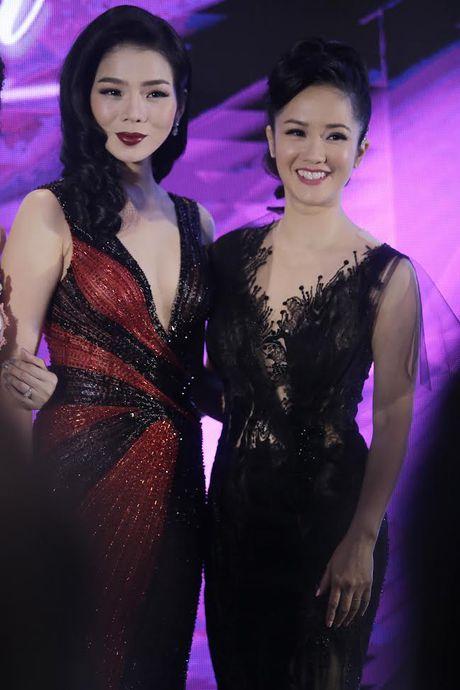 Hong Nhung ngoi bet do danh cap doi song sinh - Anh 2