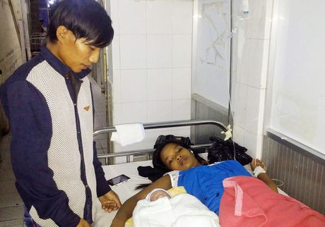 San phu sinh be trai 2,6 kg tren tau cao toc o Kien Giang - Anh 1