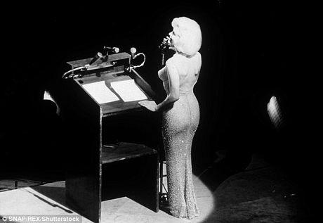 Chiec vay huyen thoai cua Marilyn Monroe co gia tram ty - Anh 3