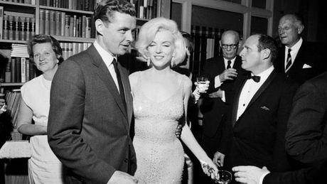 Chiec vay huyen thoai cua Marilyn Monroe co gia tram ty - Anh 4