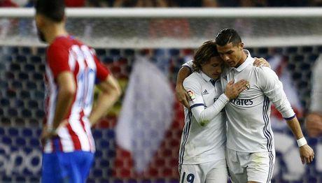 Ronaldo ruc sang derby, Real cho Barca' hit khoi' - Anh 1