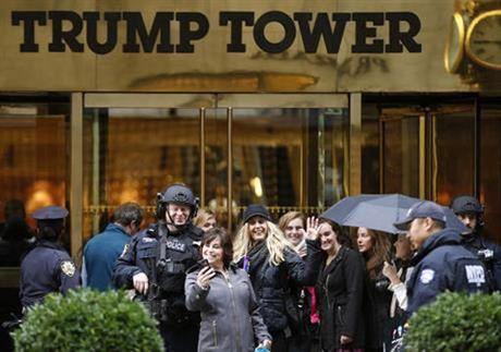 Ro mot toi thap Trump chup anh 'tu suong' - Anh 1