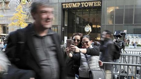 Ro mot toi thap Trump chup anh 'tu suong' - Anh 2