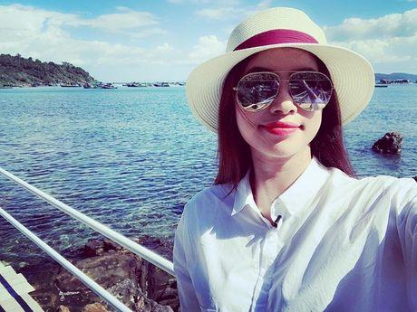 Khoe anh Phu Quoc, hoa hau Pham Huong gay xon xao - Anh 6