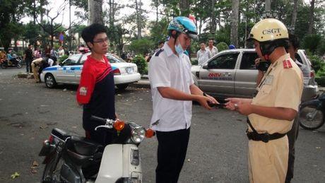 TP.HCM: Canh sat giao thong khong xu phat xe khong chinh chu - Anh 1