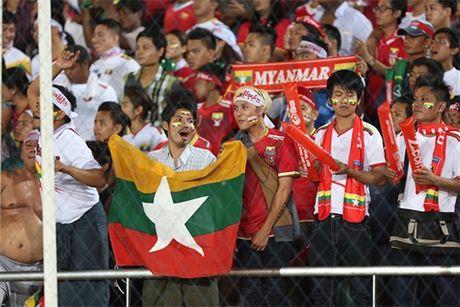 3 diem gianh duoc, DTVN cung chia se ngoi dau bang voi Malaysia - Anh 2