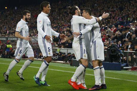 Zidane: 'Khong phai ban cai, Ronaldo xung dang nhan Qua bong Vang' - Anh 1