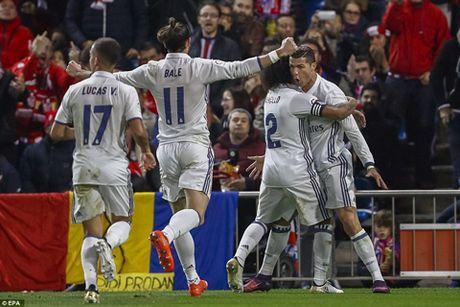 Zidane: 'Khong phai ban cai, Ronaldo xung dang nhan Qua bong Vang' - Anh 2