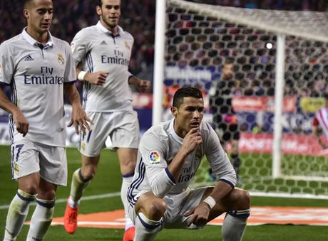 Zidane: 'Khong phai ban cai, Ronaldo xung dang nhan Qua bong Vang' - Anh 3