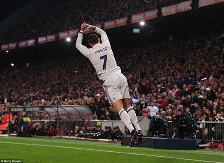 Zidane: 'Khong phai ban cai, Ronaldo xung dang nhan Qua bong Vang' - Anh 4