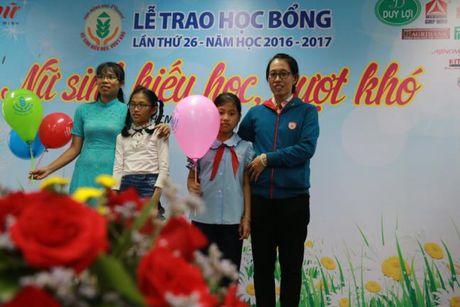 Bao Phu Nu trao hoc bong 'Nu sinh hieu hoc, vuot kho': De viec den truong la niem vui... - Anh 8