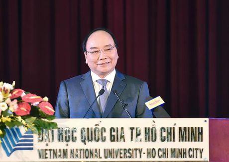 Thu tuong Nguyen Xuan Phuc lam viec voi DHQG TPHCM va du le ky niem ngay Nha giao Viet Nam - Anh 1