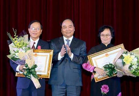 Thu tuong Nguyen Xuan Phuc lam viec voi DHQG TPHCM va du le ky niem ngay Nha giao Viet Nam - Anh 2