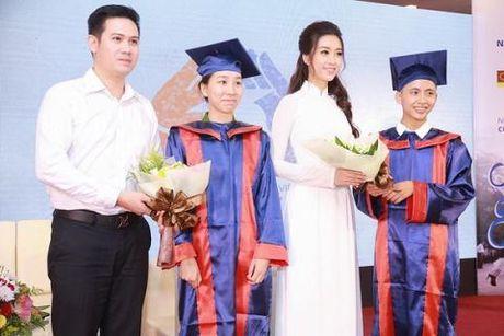 Showbiz 20/11: Tinh dich Vuong Mich rang ngoi, Hoa hau My Linh xin loi thay co sau scandal - Anh 3