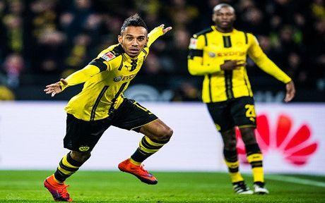 Aubameyang ghi ban giup Dortmund ha Bayern Munich - Anh 1