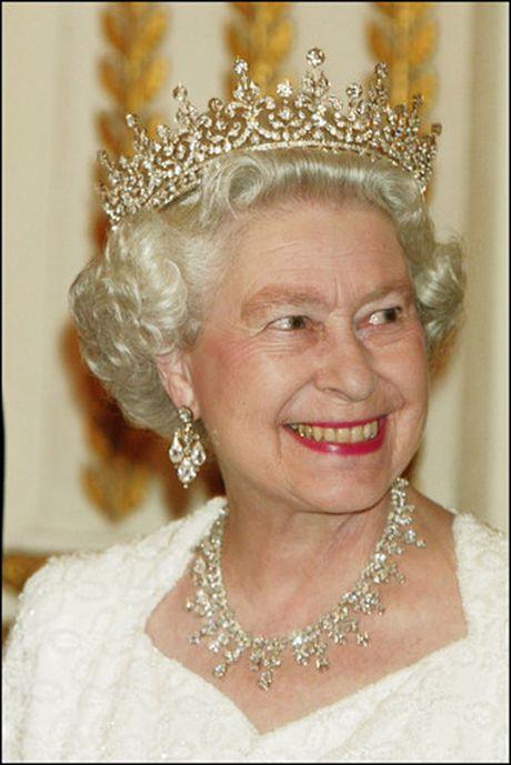 Nhung chiec vong co dat gia cua Nu hoang Elizabeth II - Anh 10