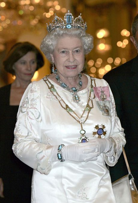 Nhung chiec vong co dat gia cua Nu hoang Elizabeth II - Anh 13