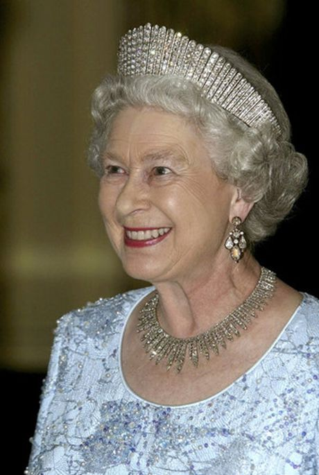 Nhung chiec vong co dat gia cua Nu hoang Elizabeth II - Anh 14