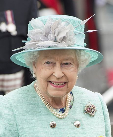 Nhung chiec vong co dat gia cua Nu hoang Elizabeth II - Anh 2