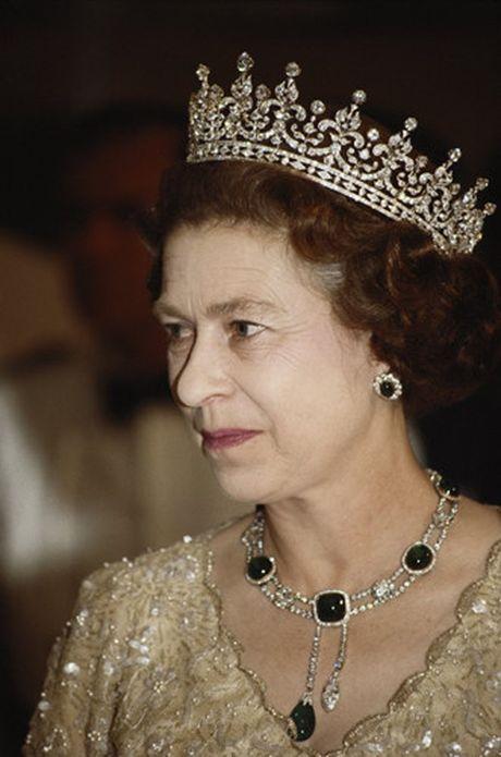 Nhung chiec vong co dat gia cua Nu hoang Elizabeth II - Anh 3