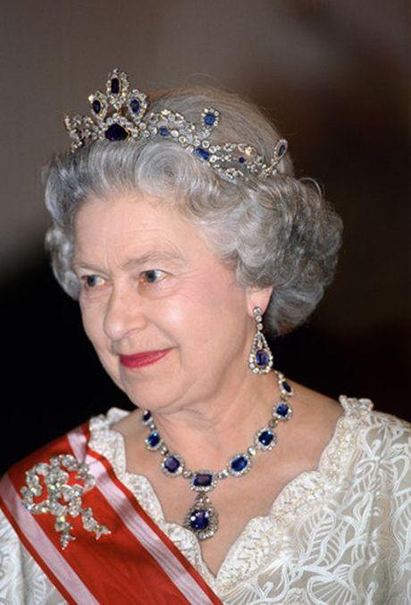 Nhung chiec vong co dat gia cua Nu hoang Elizabeth II - Anh 4