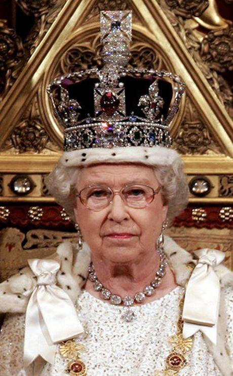 Nhung chiec vong co dat gia cua Nu hoang Elizabeth II - Anh 5