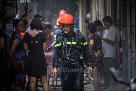 Ha Noi: 'Ba hoa' thieu rui 4 can nha tren duong Tran Khat Chan - Anh 19