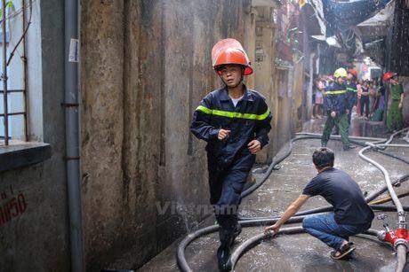 Ha Noi: 'Ba hoa' thieu rui 4 can nha tren duong Tran Khat Chan - Anh 6