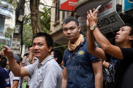 Ha Noi: 'Ba hoa' thieu rui 4 can nha tren duong Tran Khat Chan - Anh 8