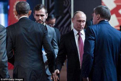 Clip: Cai bat tay lanh nhat lich su cua Obama va Putin - Anh 1